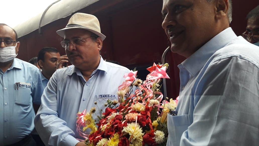 रेल महाप्रबंधक ने सहरसा स्टेशन पर ऑटोमेटिक वाशिंग प्लांट आदि का किया लोकार्पण