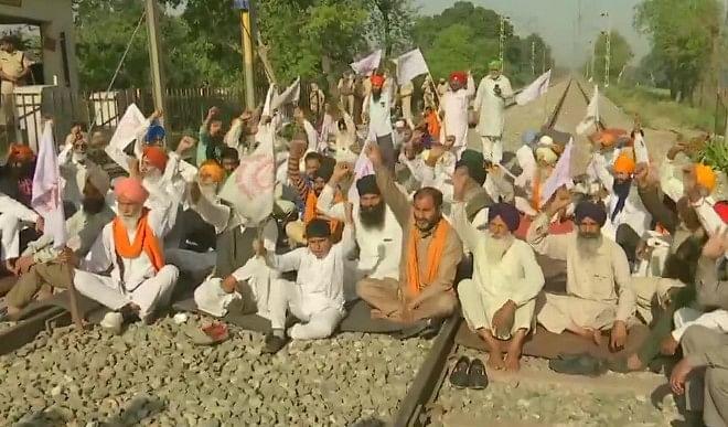 भारत बंद  के दौरान प्रदर्शनकारियों ने रेल पटरियों को किया जाम, चार शताब्दी ट्रेनें रद्द