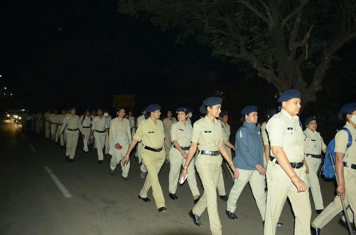 दुर्ग : जिले की सुरक्षा का दायित्व महिला पुलिस अधिकारी एवं कर्मचारियों के कंधों पर