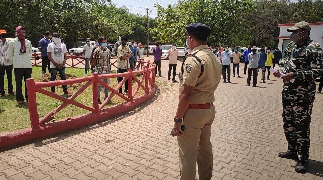 दुर्ग : पुलिस की गुंडा बदमाशों पर रहेगी पैनी नजर, 100 से अधिक गुंडे बदमाशों की ली क्लास