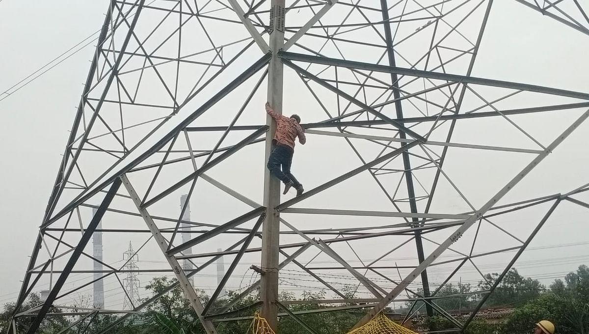 कोरबा : 50 फीट ऊपर टावर पर चढ़ा युवक, बालको पुलिस टीम ने सकुशल वापस उतारा