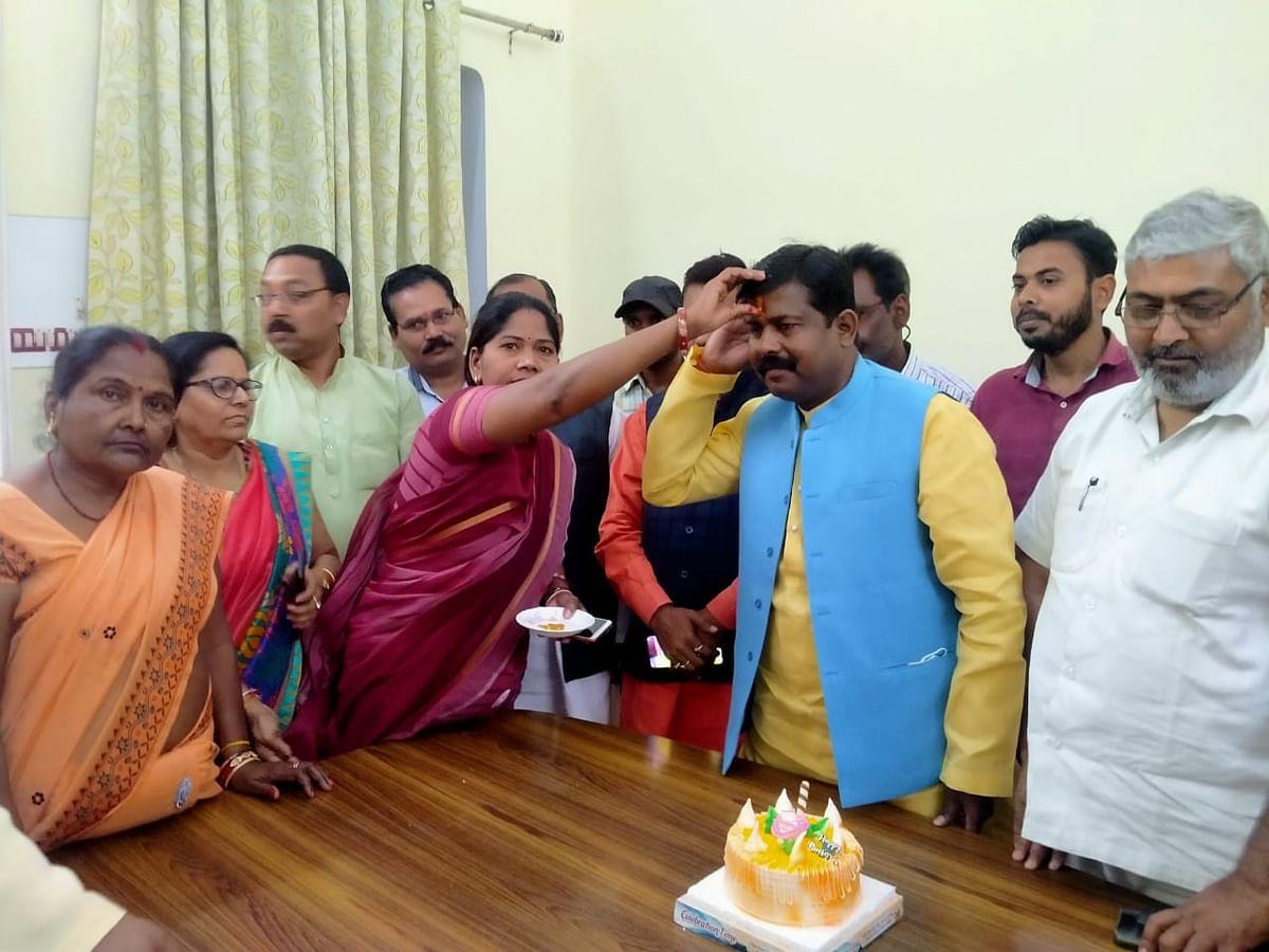 त्रिस्तरीय पंचायत चुनाव : आरक्षण घोषित होने के बाद प्रदेश मंत्री पहुंचे हमीरपुर