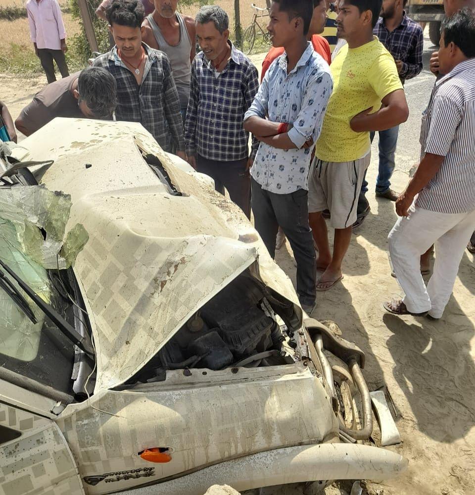स्कॉर्पियो व हाइवा की टक्कर में चालक की मौत, आठ लोग घायल