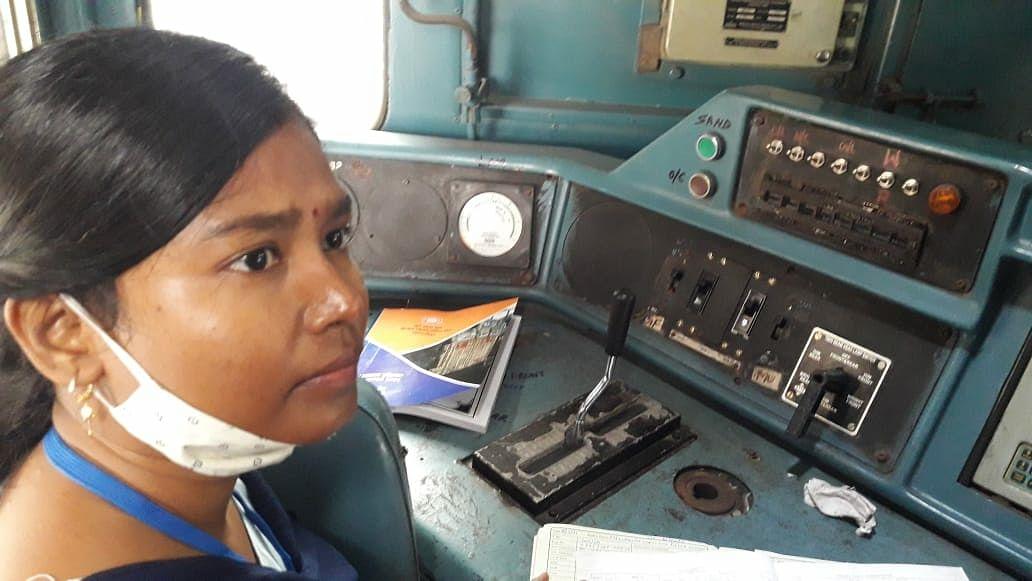महिला रेलकर्मियों ने महाप्रबंधक स्पेशल ट्रेन का किया परिचालन