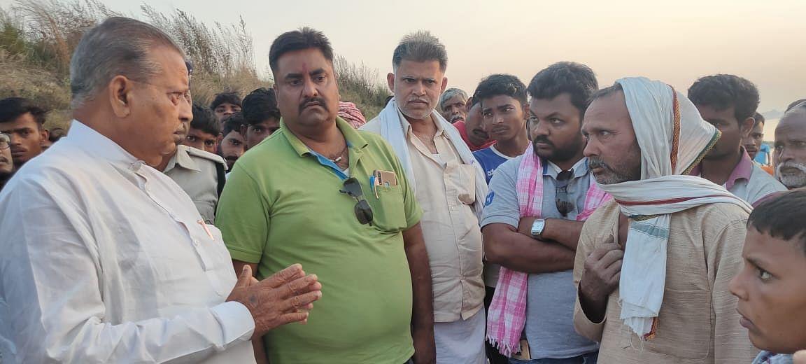 भोजपुर के केवटिया घाट पर गंगा में डूबा युवक,विधायक राघवेन्द्र प्रताप सिंह ने घटना स्थल पर पहुंच बुलाया एनडीआरएफ