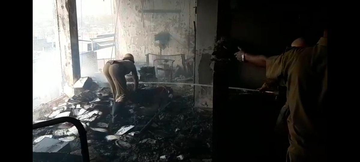 मारुति शोरूम में शार्ट सर्किट से लगी आग, लाखों का नुकसान