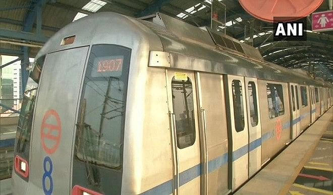 ट्रैक की मरम्मत के कारण दिल्ली मेट्रो की ब्लू लाइन सेवा में विलंब