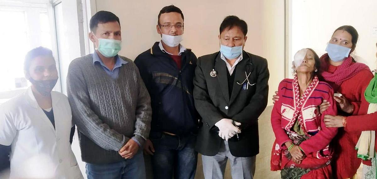 डॉक्टरों ने मंदबुद्धि-मूक-बधिर महिला की आंखों की रोशनी लौटाई