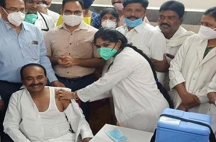 तेलंगाना में दूसरे चरण का कोरोना का टीकाकरण शुरू, स्वास्थ्य मंत्री ने लगवाया टीका