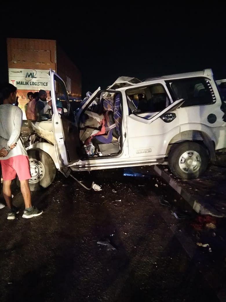 यूपी के आगरा में ट्रक और स्कॉर्पियो की जबरदस्त भिड़ंत, आठ लोगों की मौके पर मौत, मुख्यमंत्री ने जताया शोक