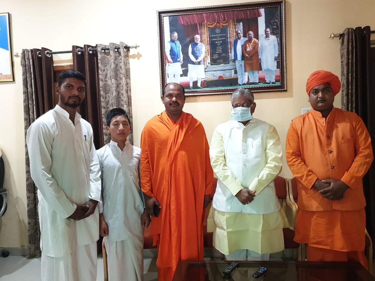 रायपुर : नेता प्रतिपक्ष कौशिक ने संतों से मुलाकात की