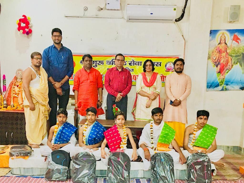 अयोध्या : श्रीगुरुवशिष्ठ गुरुकुल से पांच बटुक ज्योतिष शास्त्र का अध्ययन करने कर्नाटक रवाना