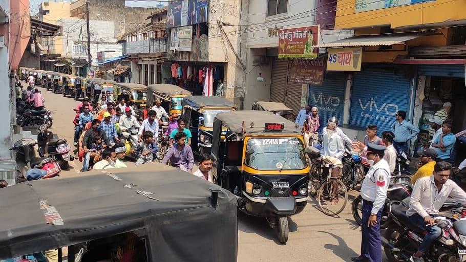धमतरी : आटो चालकों ने नगर निगम कार्यालय का किया घेराव