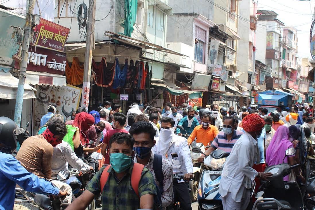 60 घंटे लाॅकडाउन का खुलते ही बाजारों में उमड़ी भीड़, प्रशासन रहा उदासिन