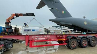 बढ़ती मांग की पूर्ति के लिए आईएएफ, ऑक्सीजन टैंकर लाने के लिए पहुंचे
