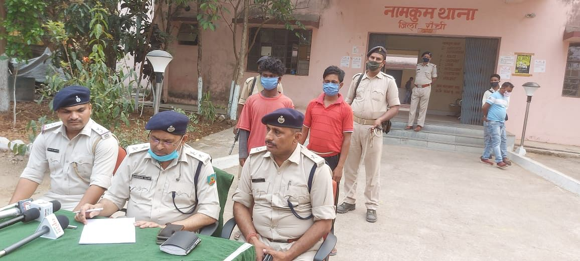 two-smugglers-arrested-with-a-doda-of-three-lakhs