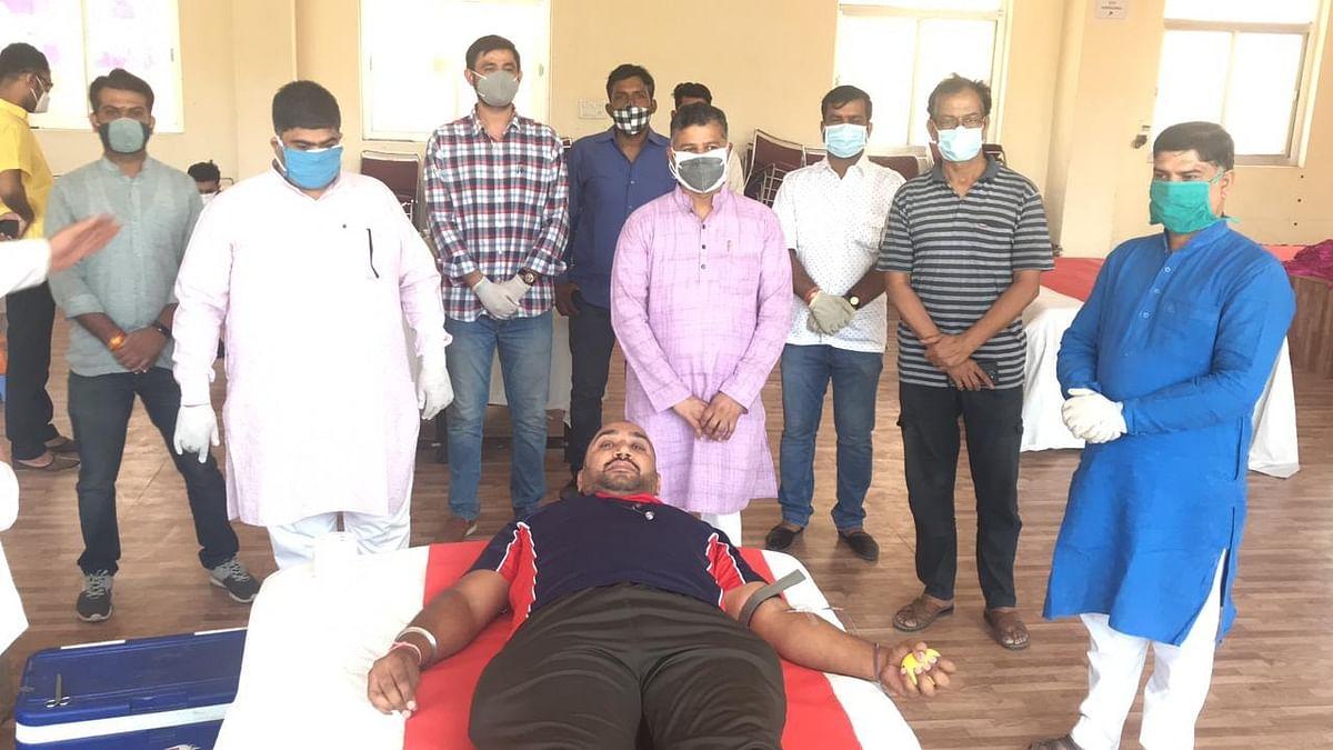 महामारी को हराने के लिए 'समरस भारत सेवा संस्थान' ने किया 156 यूनिट रक्त का दान