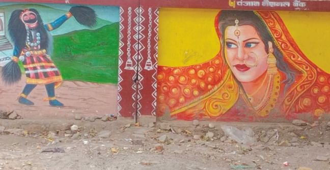 information-and-relaxed-color-in-painting-on-walls-in-kumbh-nagari