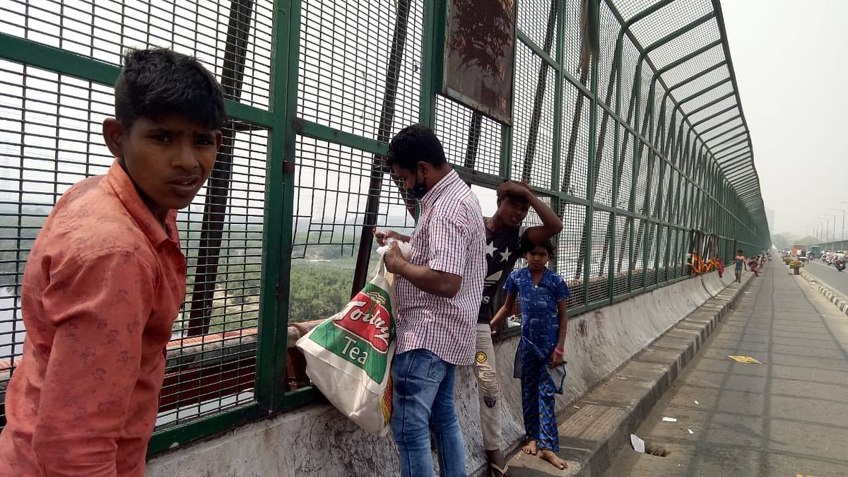 people-are-polluting-the-yamuna-everyday-defying-the-cleanliness-drive