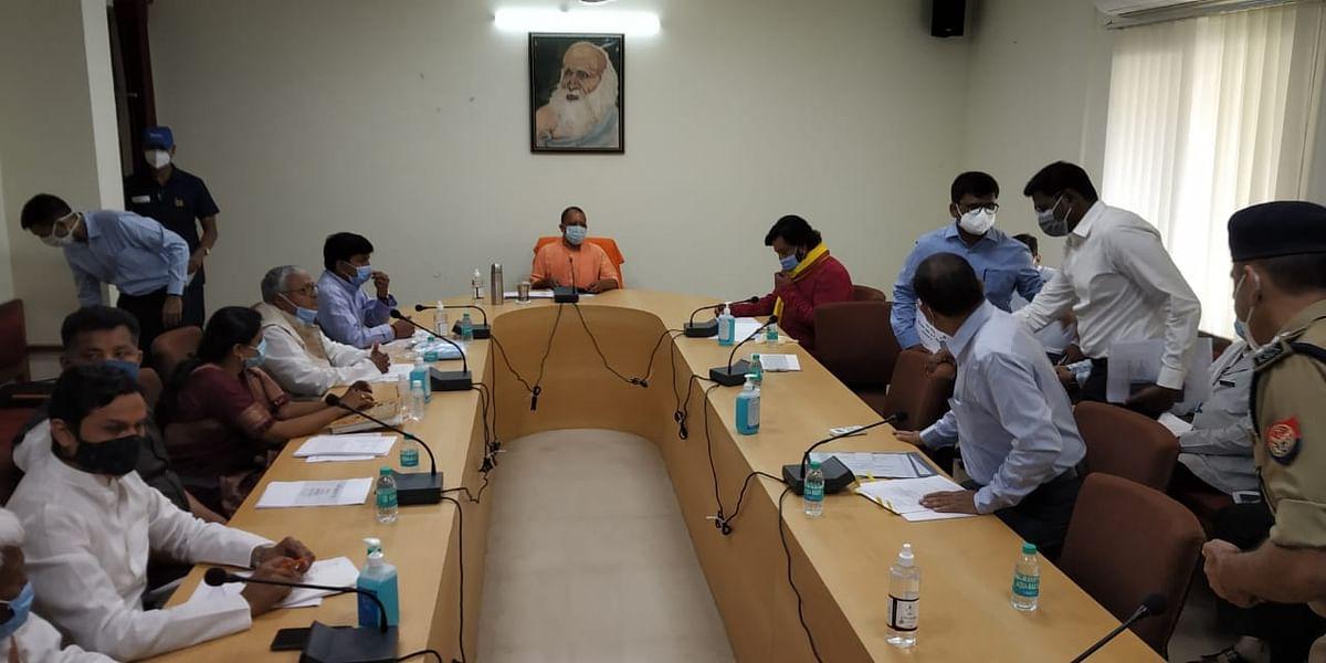 गोरखपुर : सीएम योगी ने की समीक्षा, रात्रि पाबंदी की संभावना