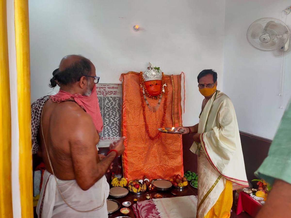 सम्पूर्णानन्द संस्कृत विश्वविद्यालय परिसर के पंच मन्दिरों में हनुमान जी की प्रतिमा में प्राण प्रतिष्ठा