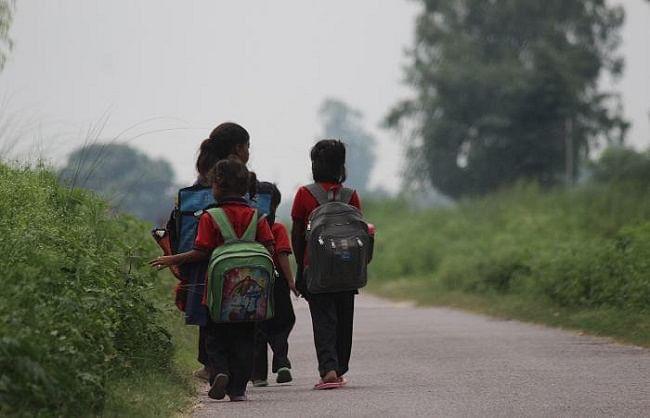 गोरखपुर में कान्वेंट स्कूलों को टक्कर दे रहे प्राइमरी स्कूल, 102 इंग्लिश मीडियम स्कूल