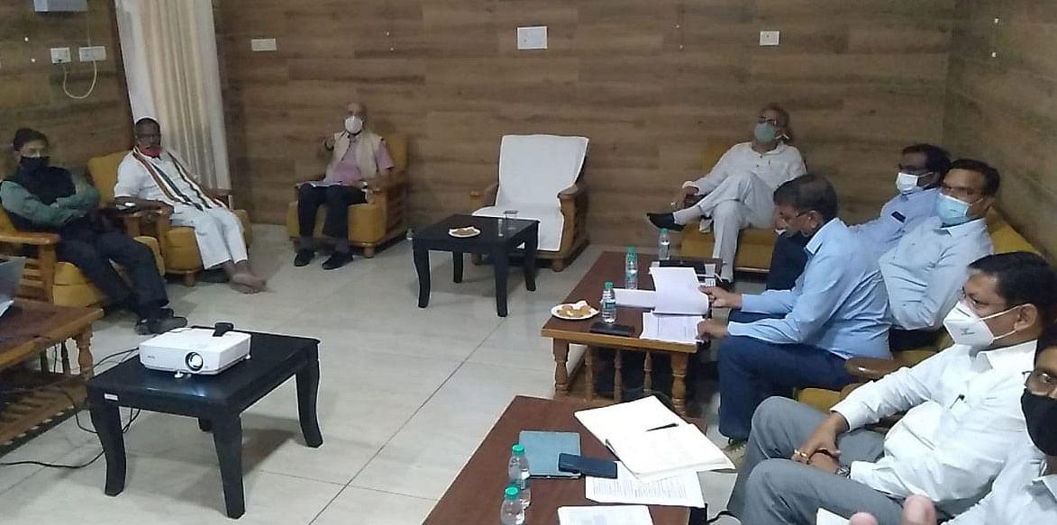 श्रीराम मन्दिर निर्माण कार्यों की समीक्षा बैठक में नींव की भराई व अन्य कार्य पर चर्चा