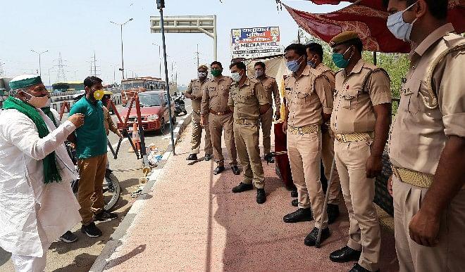 आपात-वस्तुओं-की-आपूर्ति-के-लिए-सिंघू-में-एक-तरफ-का-मार्ग-खोले-पुलिस-किसान