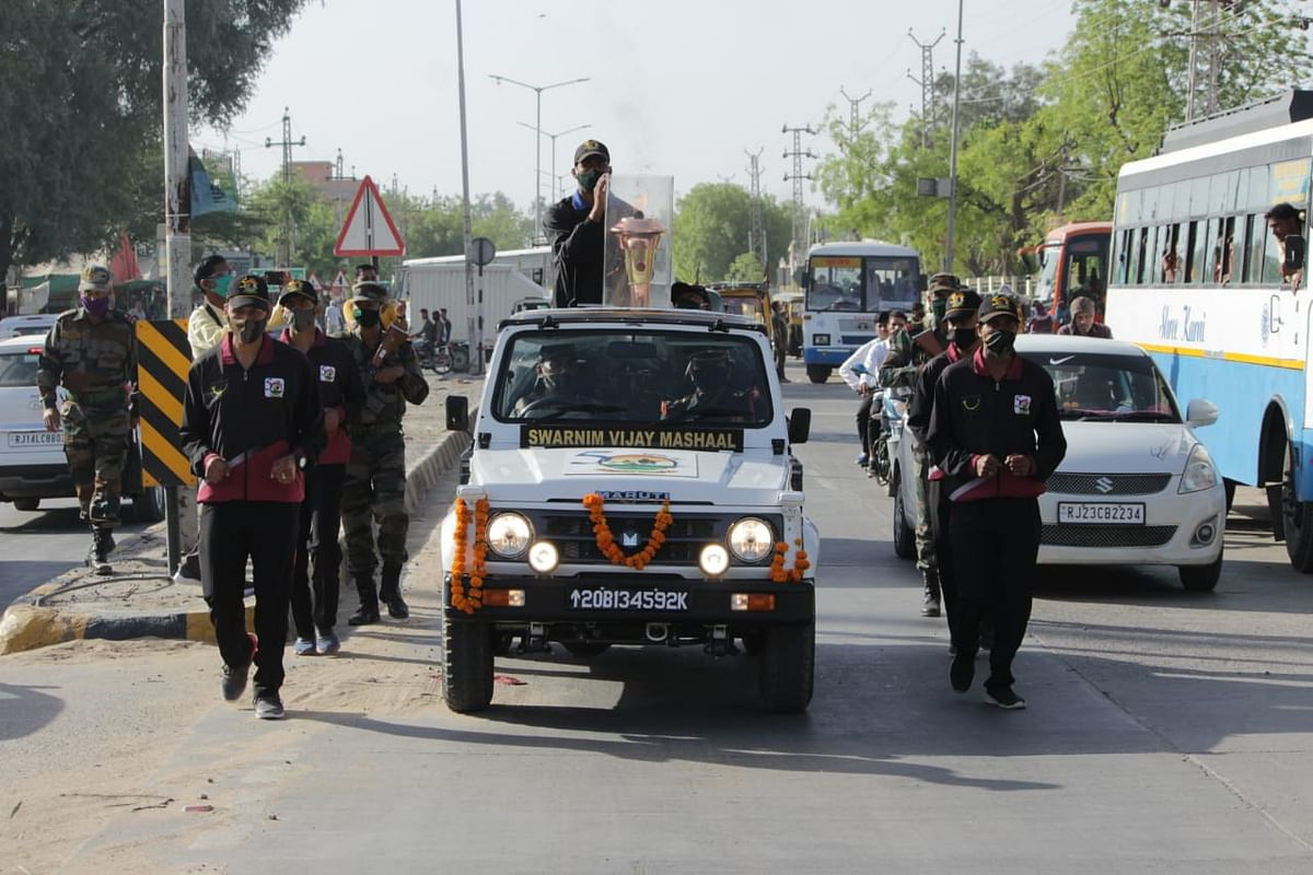 golden-victory-torch-reaches-churu-will-go-to-the-home-of-the-heroes-involved-in-the-1971-war