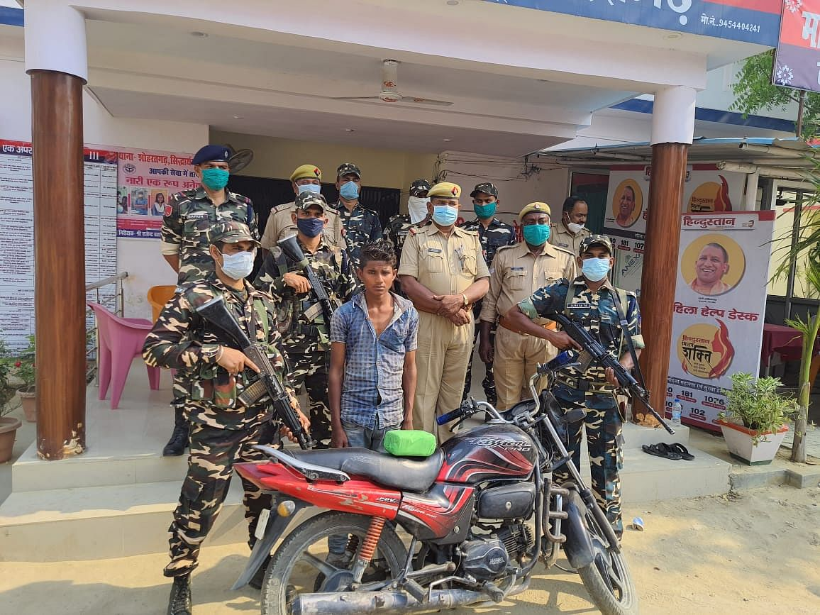 सिद्धार्थनगर : बीएसएफ ने पकड़ा नेपाली तस्कर, 70 लाख की चरस बरामद