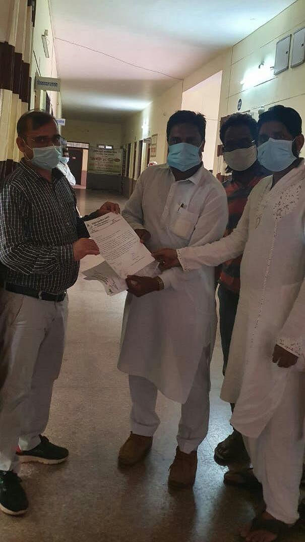 कोंडागांव : मुस्लिम समाज ने नर्सिहानन्द सरस्वती के खिलाफ मामला दर्ज करने सौंपा ज्ञापन