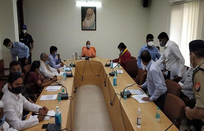 गोरखपुर : मुख्यमंत्री योगी आदित्यनाथ ने की कोविड-19 की समीक्षा
