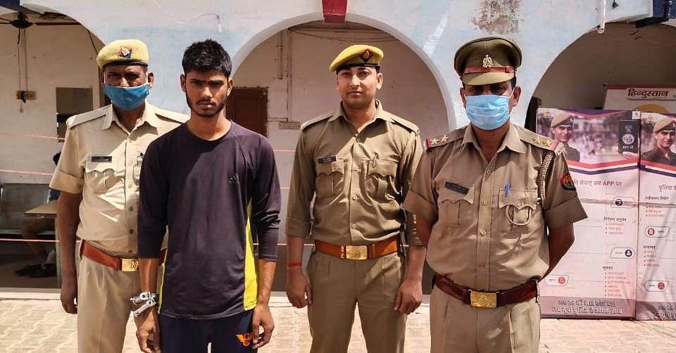 लूटी हुई नकदी व असलाह सहित शातिर लुटेरा गिरफ्तार