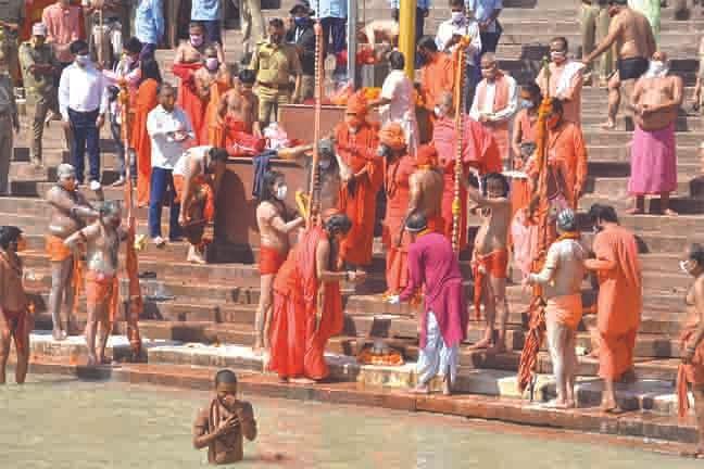 महाकुंभ के अंतिम शाही स्नान में अखाड़ों ने किया प्रतीकात्मक स्नान