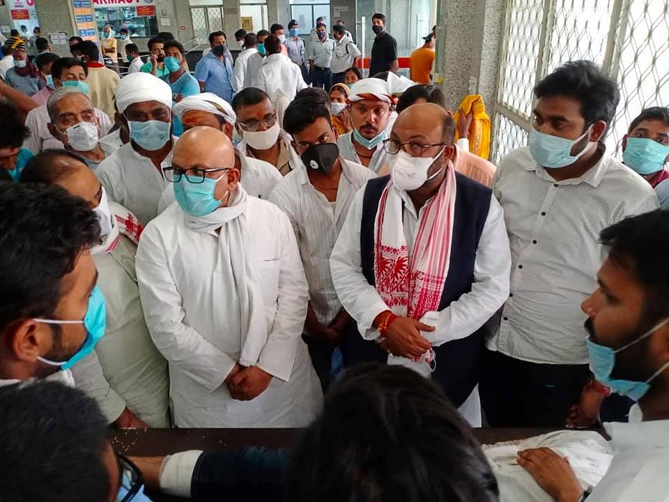 state-congress-president-lallu-met-nd-family-members-killed-by-miscreants