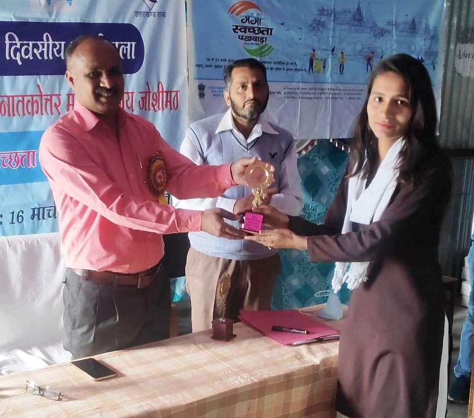 नमामि गंगे अभियान के तहत हुईं प्रतियोगिताओं के विजेता पुरस्कृत