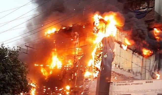 उत्तर प्रदेश के बिजनौर में पटाखा बनाते समय विस्फोट में पांच लोगों की मौत