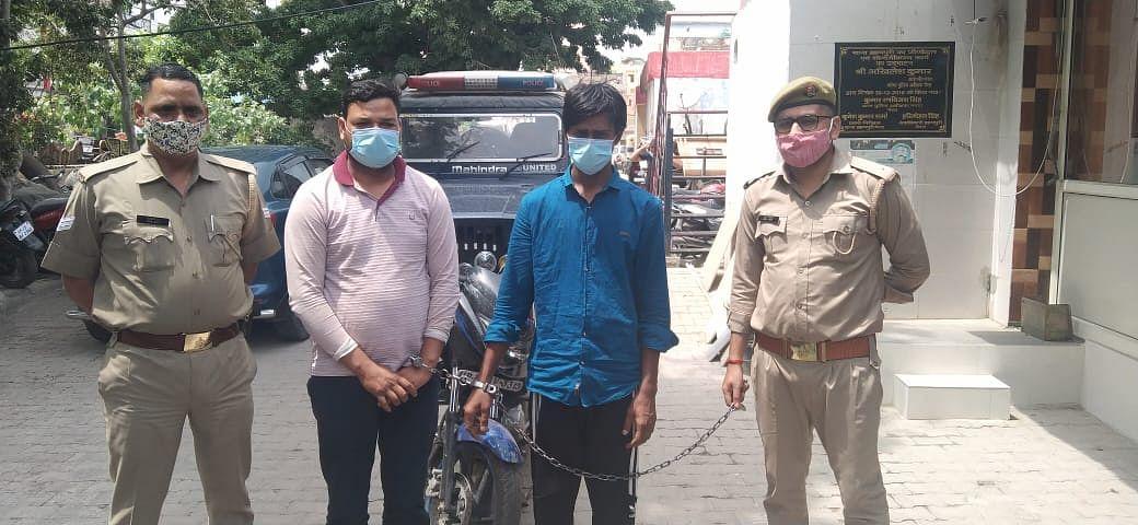 व्यापारी का घर खंगालने वाले दो बदमाश गिरफ्तार, आभूषण व नकदी बरामद