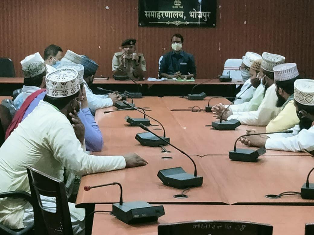 मंदिर और मस्जिदों में भीड़ नही लगाने को ले एसडीओ व एसडीपीओ ने की बैठक