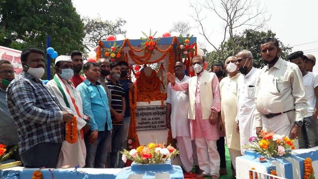 कांग्रेसियों ने मनाया अम्बेडकर की 130वीं जयंती