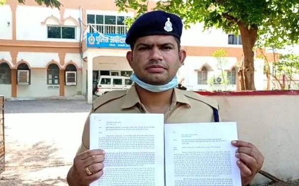 धमतरी : पुलिस अधिकारियों पर प्रताड़ना का आरोप, आरक्षक ने सौंपा इस्तीफा