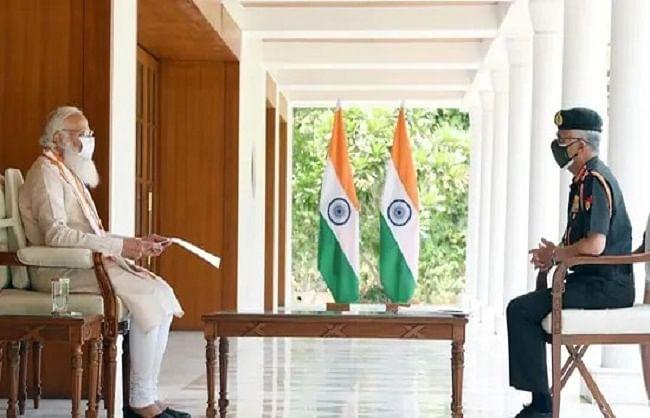 सेनाध्यक्ष ने प्रधानमंत्री को दी कोविड से निपटने के इंतजामों की जानकारी
