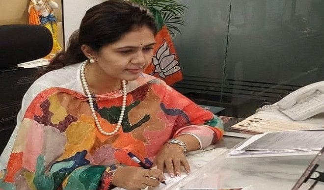 भाजपा नेता पंकजा मुंडे कोरोना वायरस से संक्रमित, ट्वीट कर दी जानकारी