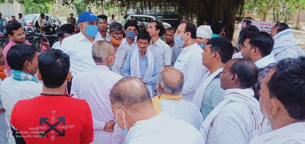 कन्नौज : लापता आकाशदीप प्रजापति की बरामदगी के लिए एडीजी को ज्ञापन