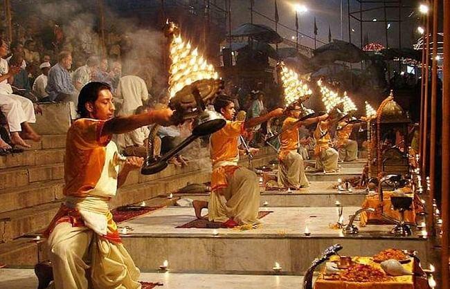 कोरोना: वाराणसी में पारम्परिक आयोजक ही करेंगे गंगा आरती, भीड़ पर लगा प्रतिबंध