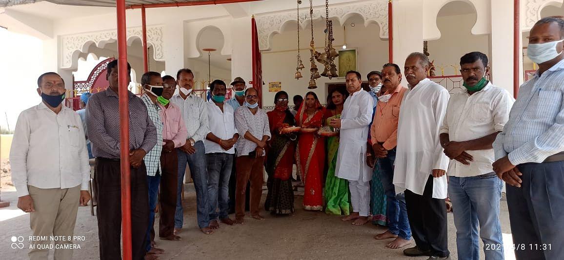 अर्जुन मुंडा के स्वस्थ लाभ के लिए भाजपाइयों ने की सोनमेर माता मंदिर में पूजा-अर्चना