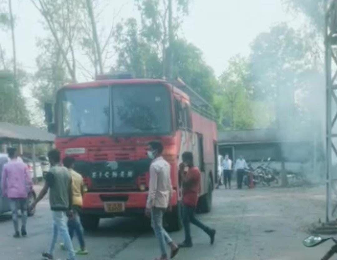 एसईसीएल कुसमुंडा में मुख्य महाप्रबंधक कार्यालय परिसर में लगी आग, मौके पर पहुंची दमकल की गाड़ियां