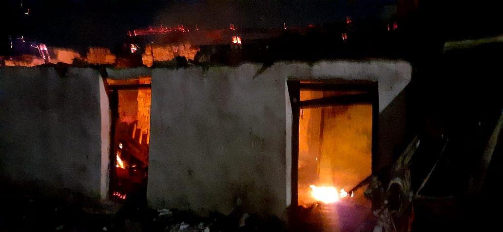 भिलाई नगर- रूआबांधा बस्ती के दो सूने मकानों में लगी आग