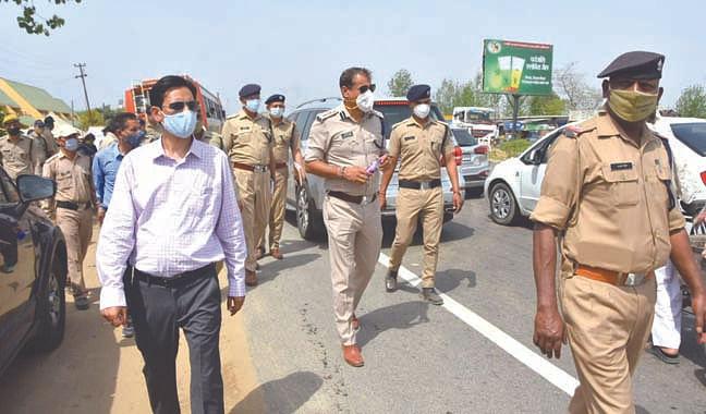officers-inspect-narsan-border