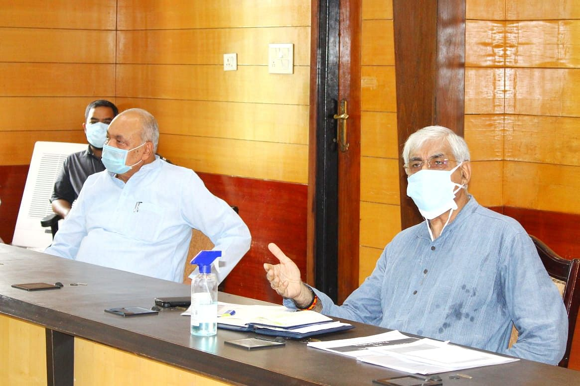 raipur-health-minister-ts-singhdev-agriculture-minister-ravindra-choubey-and-mayor-ezaz-dhebar-joint-meeting-with-officials